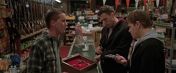 Бартлби и Локи выбирают пистолет
